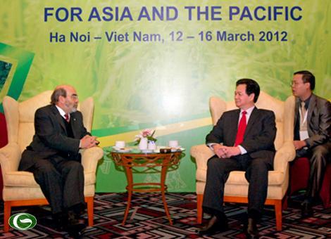 Thủ tướng Nguyễn Tấn Dũng tiếp Tổng Giám đốc FAO Jose Graziano da Dilva bên lề hội nghị.