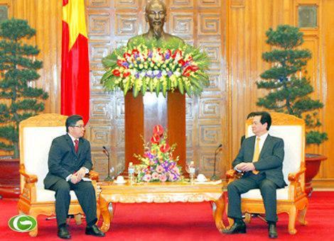 Thủ tướng Chính phủ Nguyễn Tấn Dũng và Đại sứ Indonesia Mayerfas
