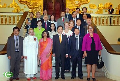 Thủ tướng Nguyễn Tấn Dũng chụp ảnh lưu niệm cùng đoàn đại biểu