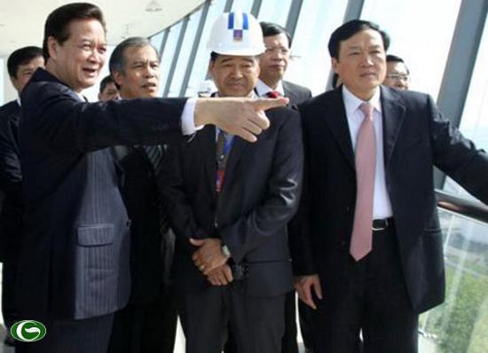 Thủ tướng Nguyễn Tấn Dũng thị sát Nhà máy Lọc dầu Dung Quất (Ngày 06/01/2011)