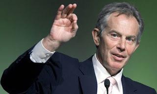 Ông Tony Blair lần đầu đến thăm Viêt nam. Ảnh: AP