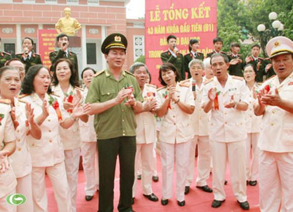 Bộ trưởng Trần Đại Quang giao lưu cùng với các cựu học viên D1 và các tân sinh viên của Học viện ANND, hôm 9/10