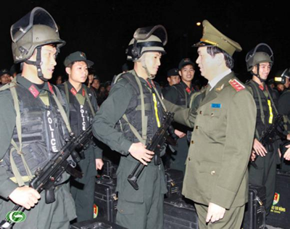 Bộ trưởng Trần Đại Quang thăm Tiểu đoàn Cảnh sát cơ động số 1 đóng trên địa bàn Hà Nội. Ảnh: VGP/Thành Chung